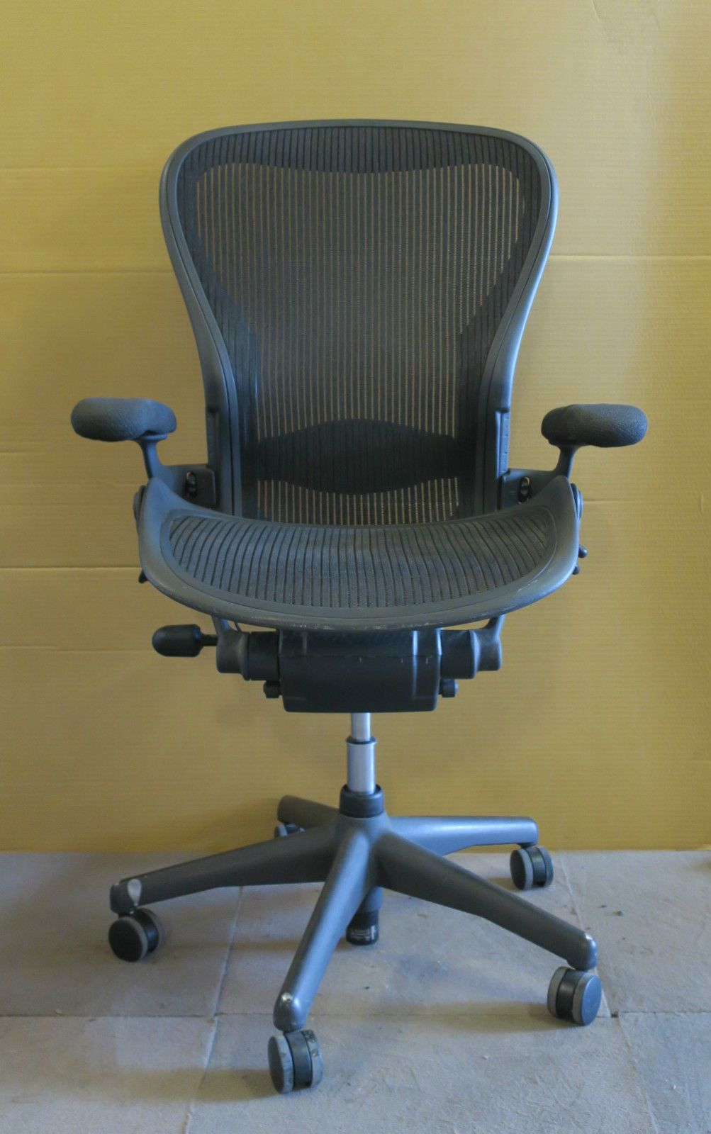 Herman Miller Aeron Large C Size Graphite Office Swivel